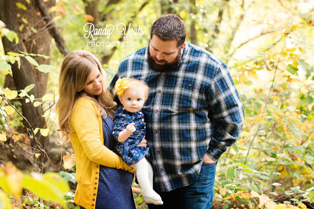Randy Yeats Photography: December Mini, family picture in woods